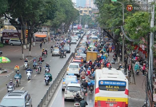 Ám ảnh tắc đường ở thủ đô những ngày giáp tết - Ảnh 4.