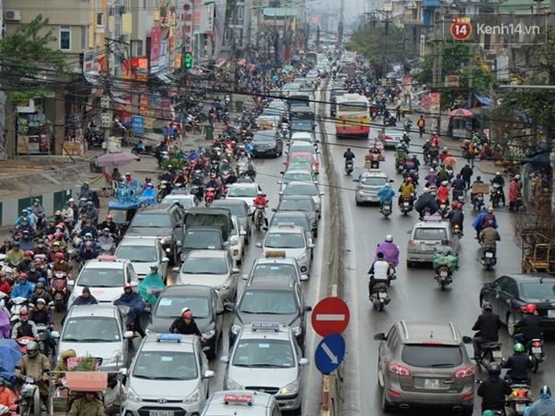 Ám ảnh tắc đường ở thủ đô những ngày giáp tết - Ảnh 10.