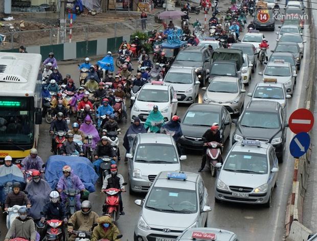 Ám ảnh tắc đường ở thủ đô những ngày giáp tết - Ảnh 13.