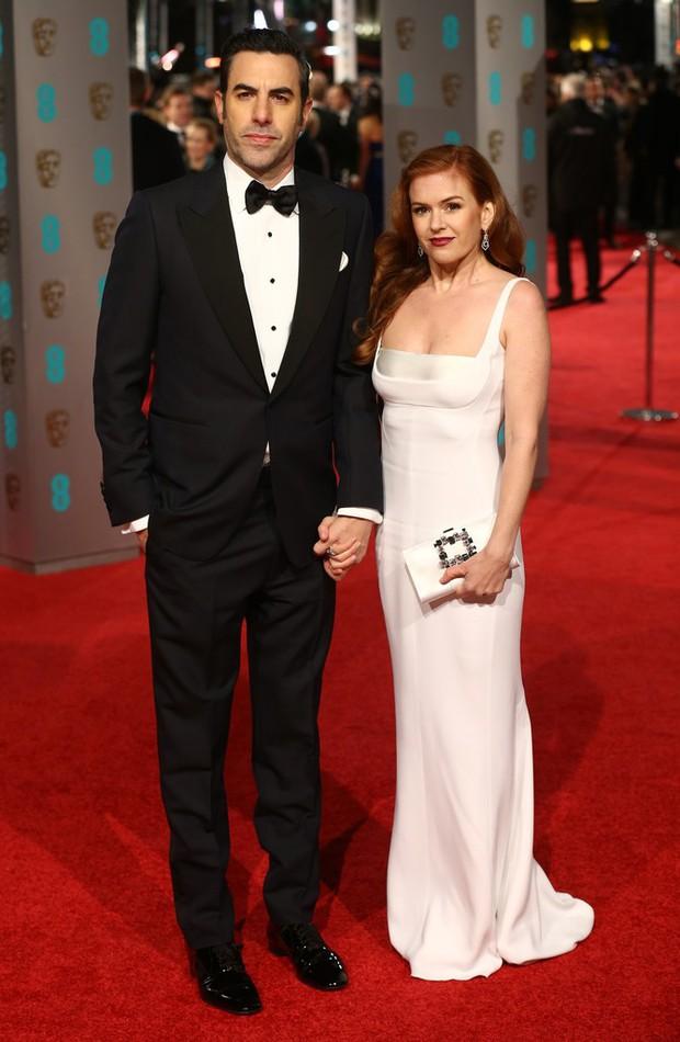 Loạt mỹ nhân Hollywood diện váy trễ nải khoe vòng 1 trên thảm đỏ Oscar Anh Quốc - Ảnh 3.