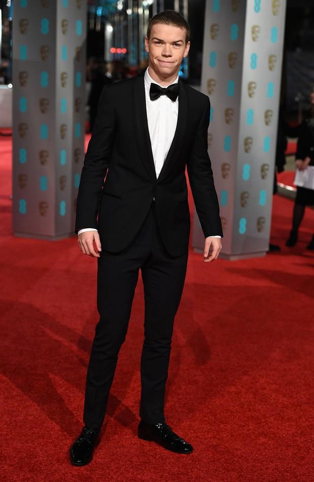 Loạt mỹ nhân Hollywood diện váy trễ nải khoe vòng 1 trên thảm đỏ Oscar Anh Quốc - Ảnh 8.