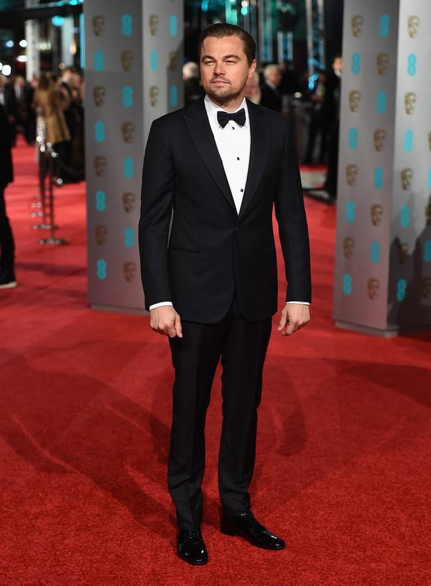 Loạt mỹ nhân Hollywood diện váy trễ nải khoe vòng 1 trên thảm đỏ Oscar Anh Quốc - Ảnh 9.