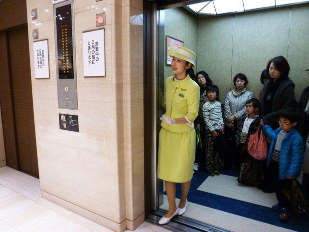 Văn hóa đi thang máy của người Nhật - Ảnh 2.