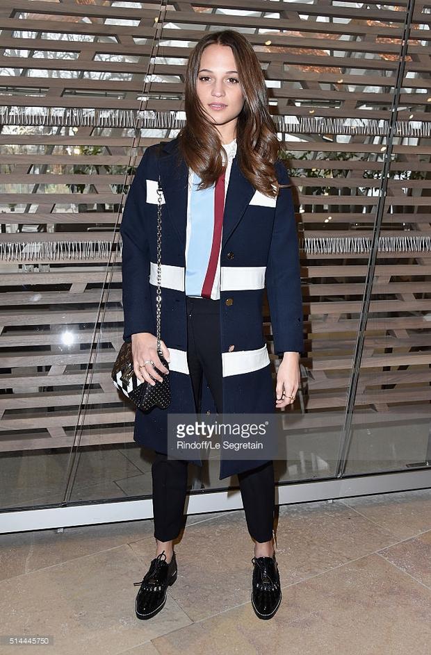 Phạm Băng Băng mặc đồ đỏ chót, kẻ mắt sắc lẹm dự show Louis Vuitton - Ảnh 7.