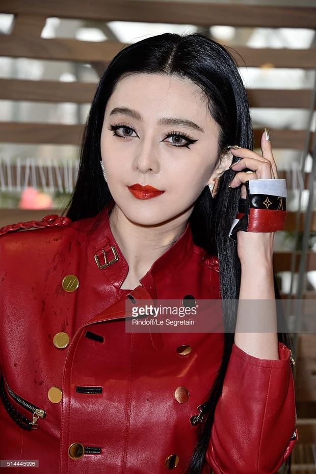 Phạm Băng Băng mặc đồ đỏ chót, kẻ mắt sắc lẹm dự show Louis Vuitton - Ảnh 3.