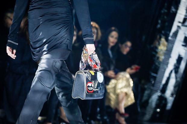 Phạm Băng Băng mặc đồ đỏ chót, kẻ mắt sắc lẹm dự show Louis Vuitton - Ảnh 18.
