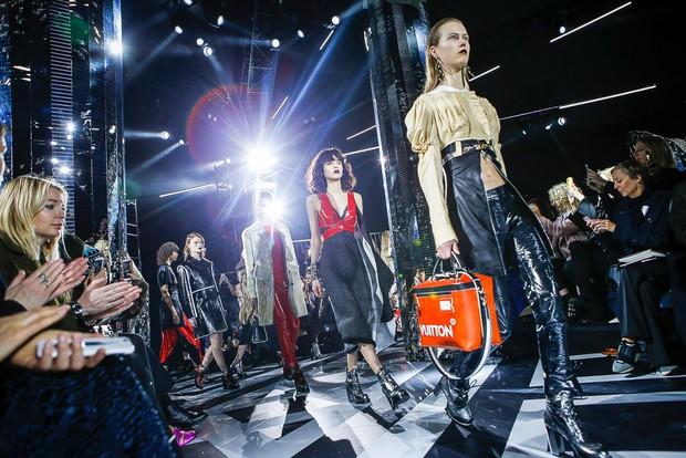 Phạm Băng Băng mặc đồ đỏ chót, kẻ mắt sắc lẹm dự show Louis Vuitton - Ảnh 19.