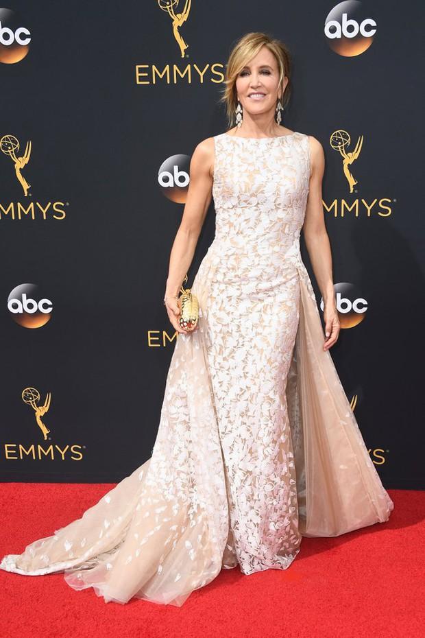 Thảm đỏ Emmy 2016 sáng bừng với màn đọ sắc lộng lẫy của dàn mỹ nhân thế giới - Ảnh 28.