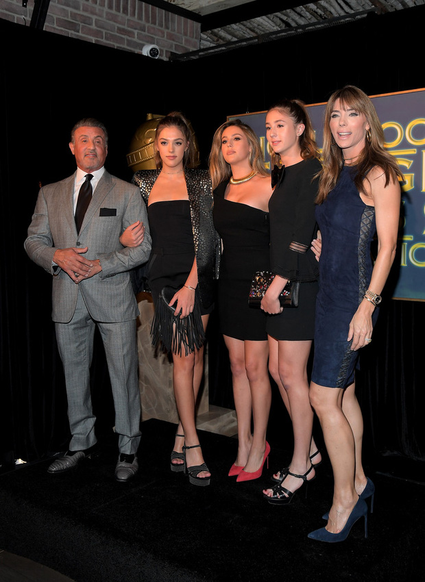 3 mỹ nữ nhà Rambo cùng dàn người đẹp Hollywood khoe váy áo lộng lẫy tại sự kiện - Ảnh 1.