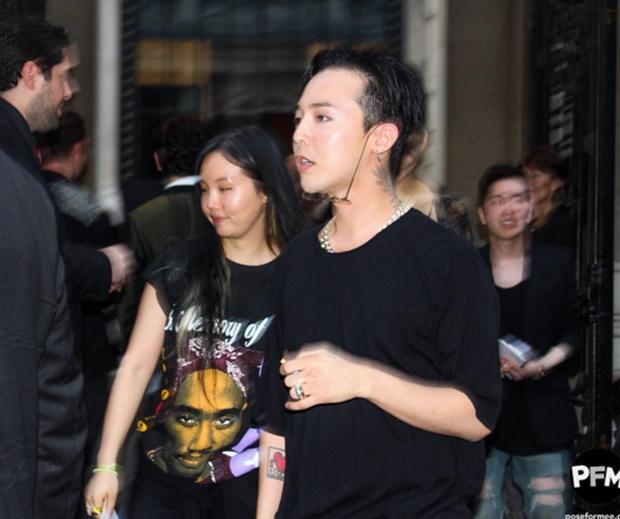 G-Dragon phì phèo khói thuốc, rời show Haider Ackermann tại Paris - Ảnh 4.