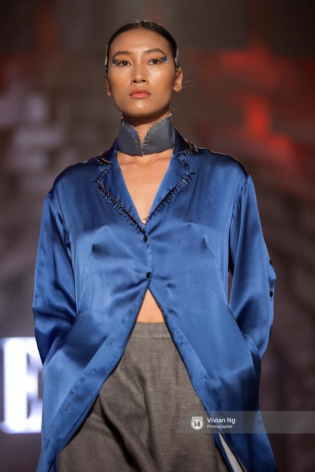 Phải nhập viện vào phút chót, Mai Ngô vẫn không bỏ lỡ cơ hội đọ trình catwalk với Phí Phương Anh trong Elle Fashion Show - Ảnh 41.