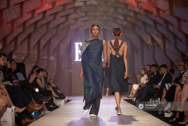 Phải nhập viện vào phút chót, Mai Ngô vẫn không bỏ lỡ cơ hội đọ trình catwalk với Phí Phương Anh trong Elle Fashion Show - Ảnh 47.