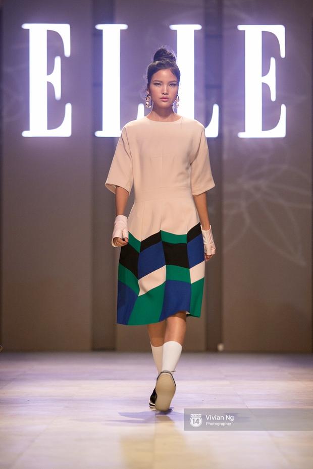 Phải nhập viện vào phút chót, Mai Ngô vẫn không bỏ lỡ cơ hội đọ trình catwalk với Phí Phương Anh trong Elle Fashion Show - Ảnh 52.