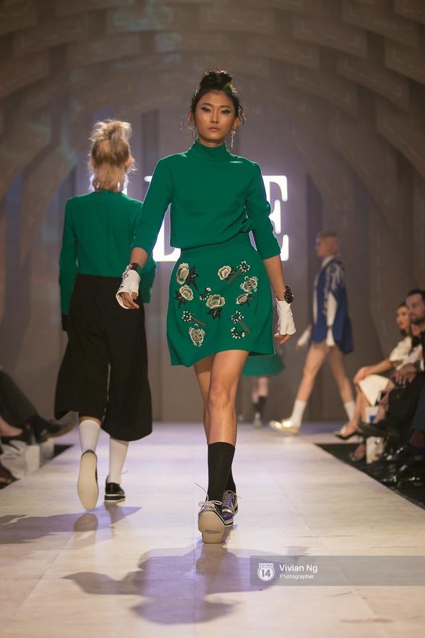 Phải nhập viện vào phút chót, Mai Ngô vẫn không bỏ lỡ cơ hội đọ trình catwalk với Phí Phương Anh trong Elle Fashion Show - Ảnh 61.