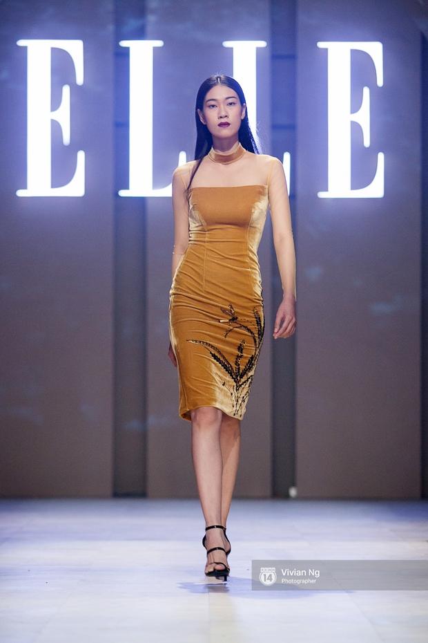 Phải nhập viện vào phút chót, Mai Ngô vẫn không bỏ lỡ cơ hội đọ trình catwalk với Phí Phương Anh trong Elle Fashion Show - Ảnh 11.