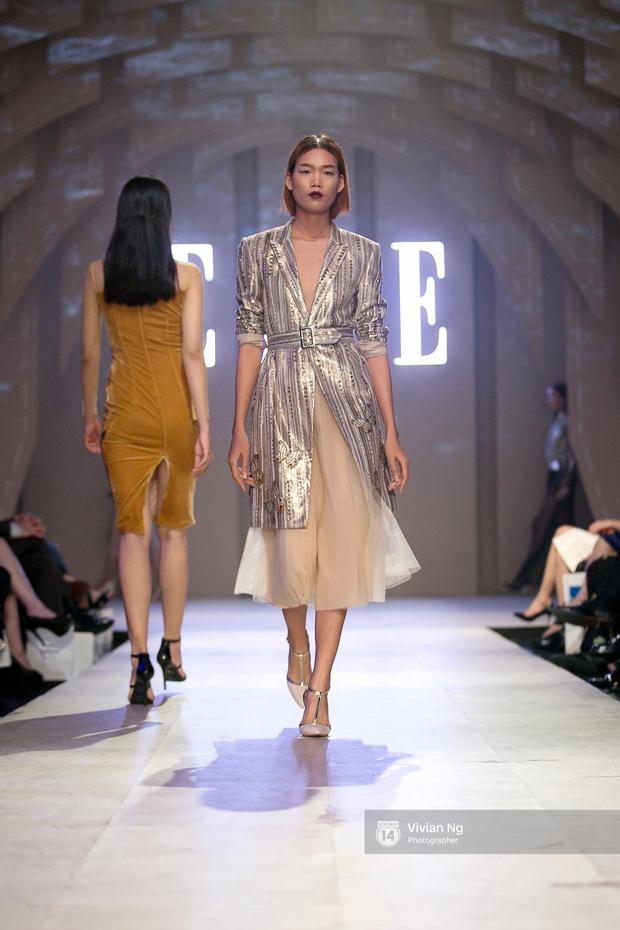 Phải nhập viện vào phút chót, Mai Ngô vẫn không bỏ lỡ cơ hội đọ trình catwalk với Phí Phương Anh trong Elle Fashion Show - Ảnh 13.