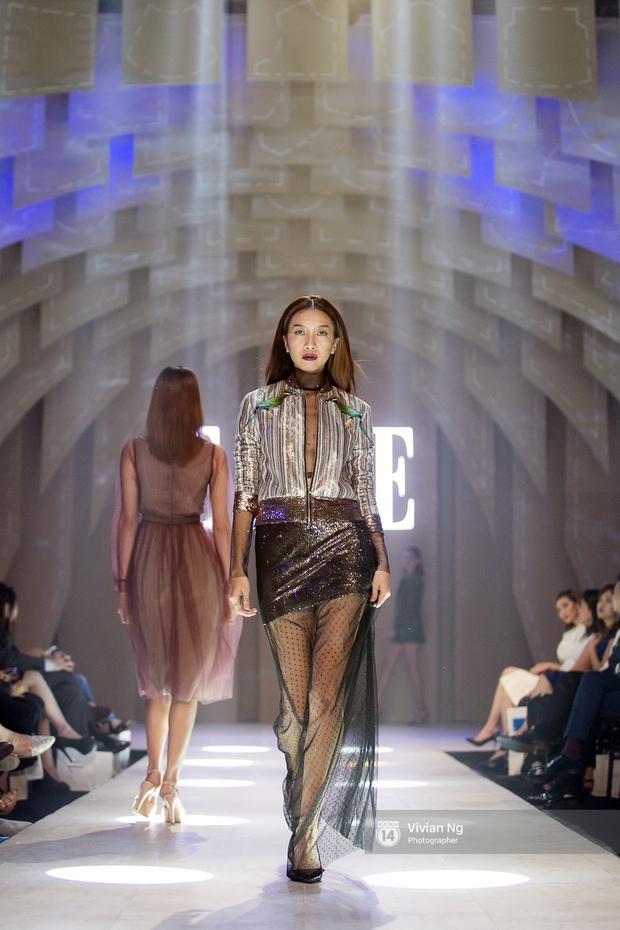 Phải nhập viện vào phút chót, Mai Ngô vẫn không bỏ lỡ cơ hội đọ trình catwalk với Phí Phương Anh trong Elle Fashion Show - Ảnh 14.