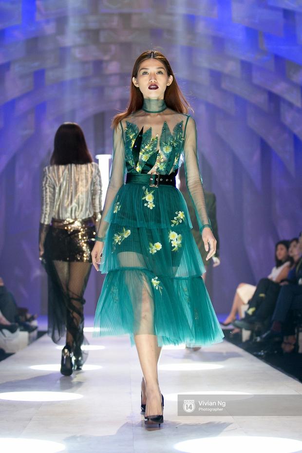 Phải nhập viện vào phút chót, Mai Ngô vẫn không bỏ lỡ cơ hội đọ trình catwalk với Phí Phương Anh trong Elle Fashion Show - Ảnh 17.