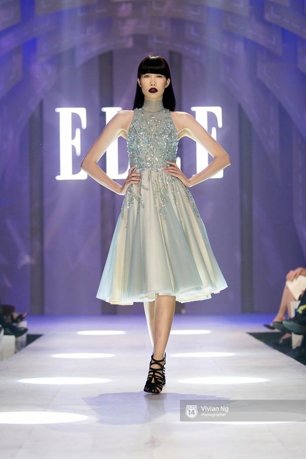 Phải nhập viện vào phút chót, Mai Ngô vẫn không bỏ lỡ cơ hội đọ trình catwalk với Phí Phương Anh trong Elle Fashion Show - Ảnh 19.