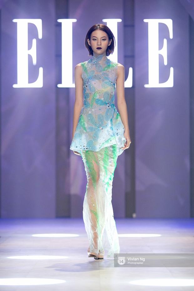 Phải nhập viện vào phút chót, Mai Ngô vẫn không bỏ lỡ cơ hội đọ trình catwalk với Phí Phương Anh trong Elle Fashion Show - Ảnh 4.
