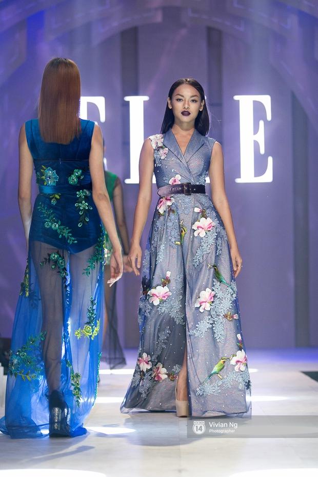 Phải nhập viện vào phút chót, Mai Ngô vẫn không bỏ lỡ cơ hội đọ trình catwalk với Phí Phương Anh trong Elle Fashion Show - Ảnh 6.
