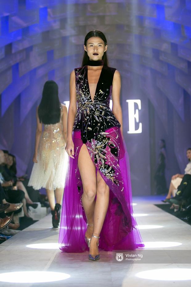 Phải nhập viện vào phút chót, Mai Ngô vẫn không bỏ lỡ cơ hội đọ trình catwalk với Phí Phương Anh trong Elle Fashion Show - Ảnh 20.