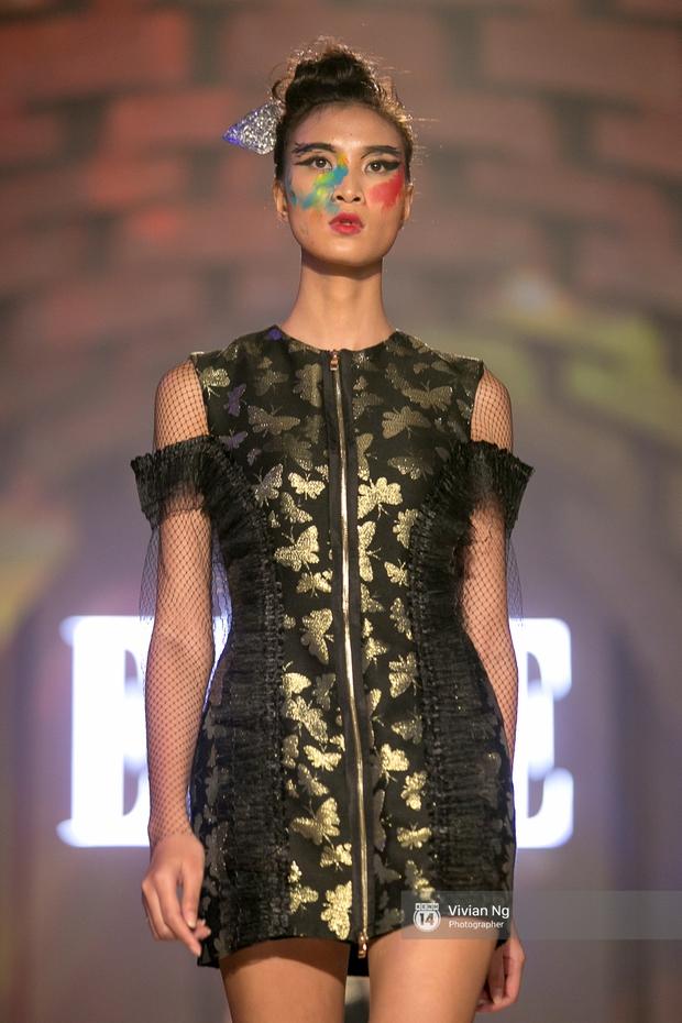 Phải nhập viện vào phút chót, Mai Ngô vẫn không bỏ lỡ cơ hội đọ trình catwalk với Phí Phương Anh trong Elle Fashion Show - Ảnh 29.