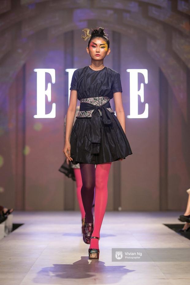 Phải nhập viện vào phút chót, Mai Ngô vẫn không bỏ lỡ cơ hội đọ trình catwalk với Phí Phương Anh trong Elle Fashion Show - Ảnh 30.