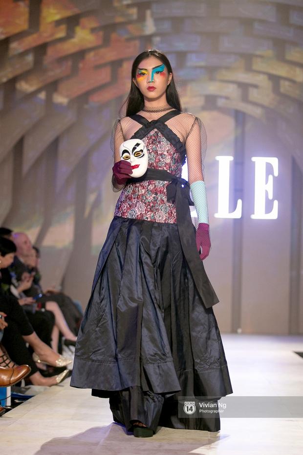 Phải nhập viện vào phút chót, Mai Ngô vẫn không bỏ lỡ cơ hội đọ trình catwalk với Phí Phương Anh trong Elle Fashion Show - Ảnh 33.
