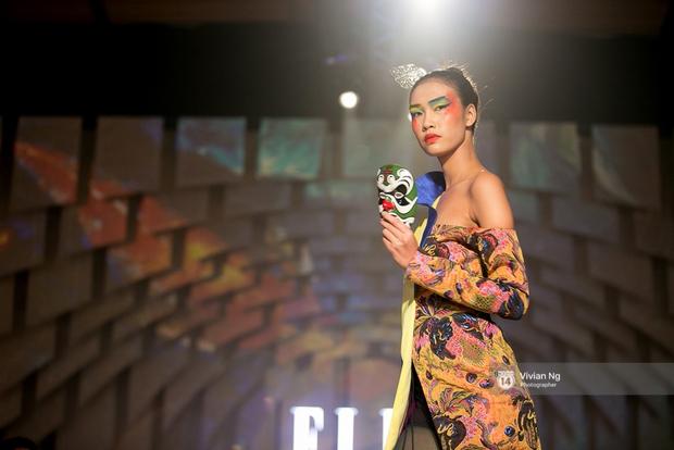 Phải nhập viện vào phút chót, Mai Ngô vẫn không bỏ lỡ cơ hội đọ trình catwalk với Phí Phương Anh trong Elle Fashion Show - Ảnh 35.