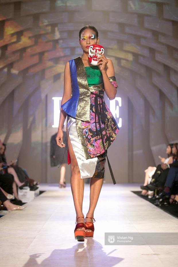 Phải nhập viện vào phút chót, Mai Ngô vẫn không bỏ lỡ cơ hội đọ trình catwalk với Phí Phương Anh trong Elle Fashion Show - Ảnh 36.