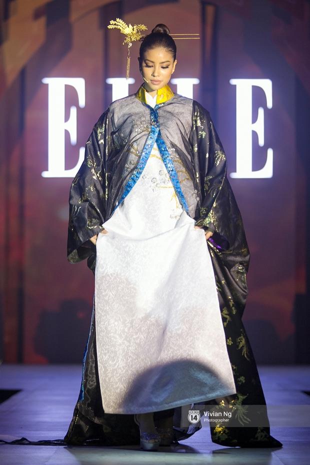 Phải nhập viện vào phút chót, Mai Ngô vẫn không bỏ lỡ cơ hội đọ trình catwalk với Phí Phương Anh trong Elle Fashion Show - Ảnh 26.