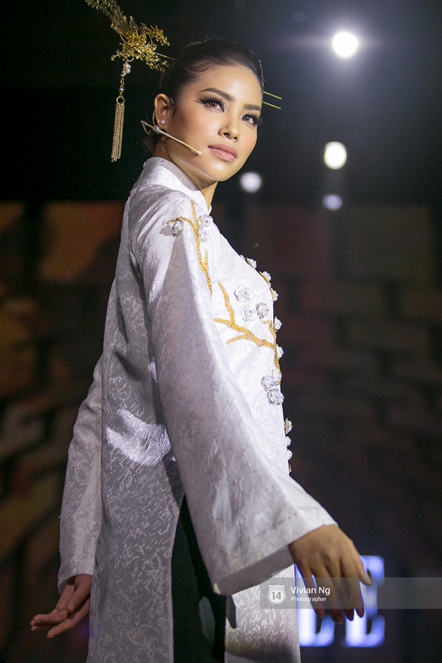 Phải nhập viện vào phút chót, Mai Ngô vẫn không bỏ lỡ cơ hội đọ trình catwalk với Phí Phương Anh trong Elle Fashion Show - Ảnh 25.