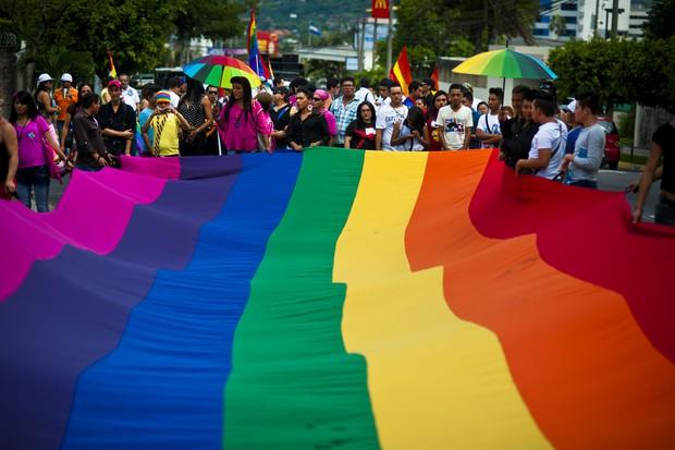 Từ vụ xả súng hộp đêm Pulse: Sự kì thị người đồng tính vẫn bủa vây, cả bên trong và bên ngoài nước Mỹ - Ảnh 5.
