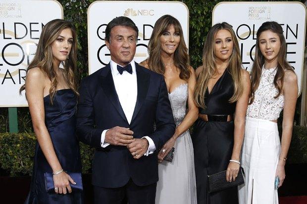 Nhìn 3 cô con gái xinh đẹp này, hẳn ai cũng muốn làm rể nhà sao Rambo Sylvester Stallone - Ảnh 2.