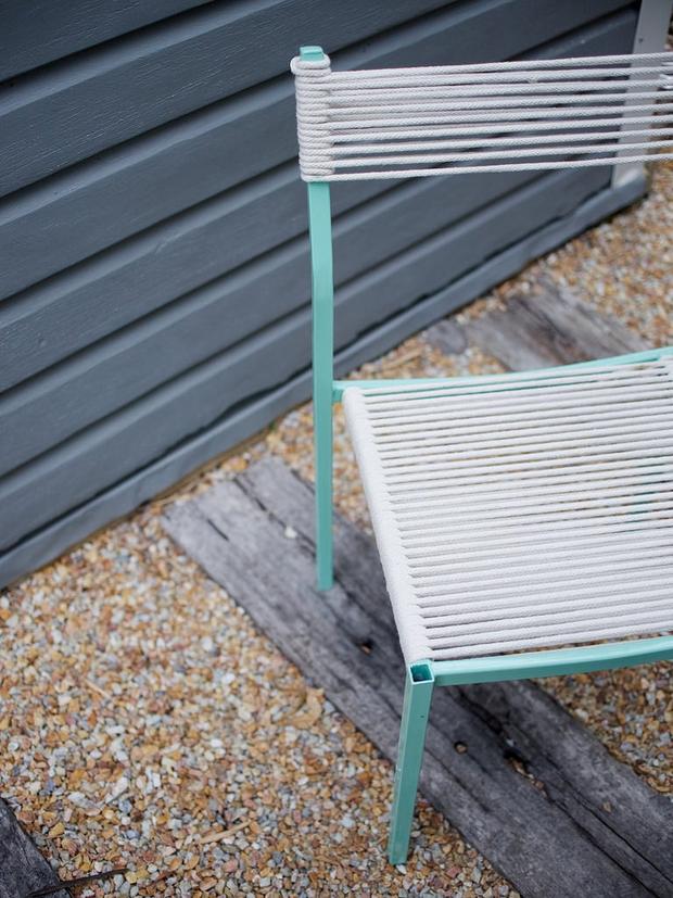 Mách bạn một cách tái chế ghế cũ dễ như ăn bánh - Ảnh 9.