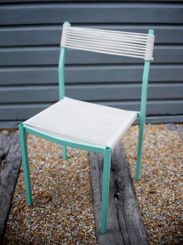 Mách bạn một cách tái chế ghế cũ dễ như ăn bánh - Ảnh 11.