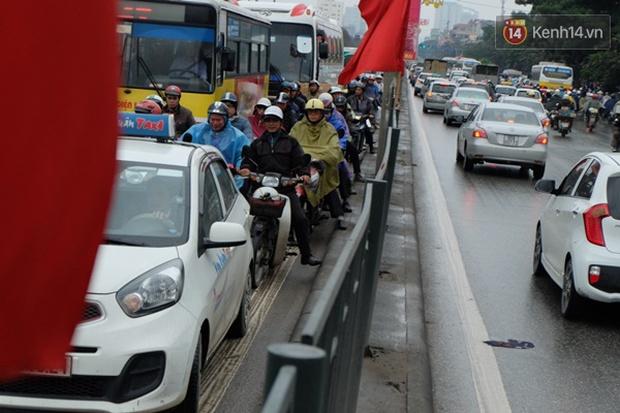 Ám ảnh tắc đường ở thủ đô những ngày giáp tết - Ảnh 12.