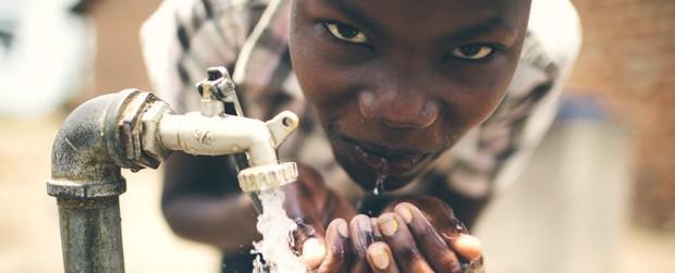 Phát minh nhỏ bé này sẽ cứu hàng triệu người trên thế giới khỏi tình trạng thiếu nước sạch - Ảnh 1.