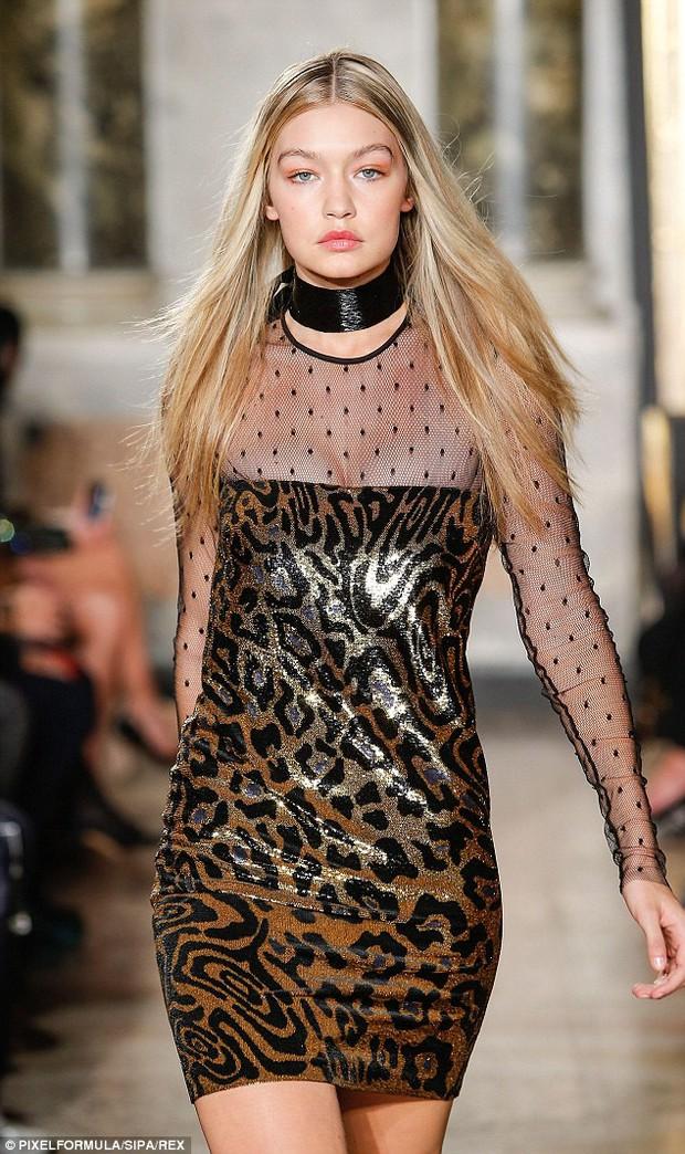 Gigi Hadid tự nhận rằng mình đi catwalk chẳng đẹp đẽ gì cho cam - Ảnh 3.