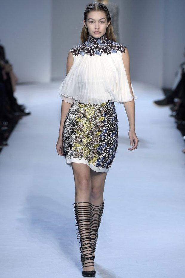 Gigi Hadid tự nhận rằng mình đi catwalk chẳng đẹp đẽ gì cho cam - Ảnh 4.