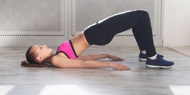 Cứ làm động tác này thì ngồi nhiều mấy cũng không sợ béo bụng, đau lưng - Ảnh 1.