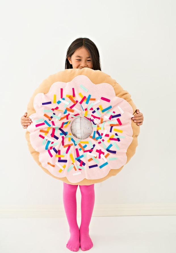 Không biết may vá cũng có thể làm được chiếc gối hình bánh Donut siêu đẹp và khéo này - Ảnh 10.