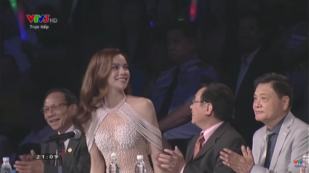 Can tội hở bạo, MC của Miss World 2016 bị truyền hình Thái Lan xóa mờ hình ảnh - Ảnh 3.