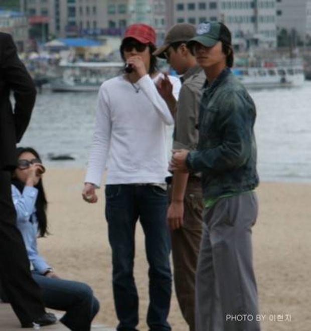 Nhờ Goblin, mối quan hệ mật thiết giữa gia đình Gong Yoo và Kang Dong Won bỗng được chú ý - Ảnh 6.