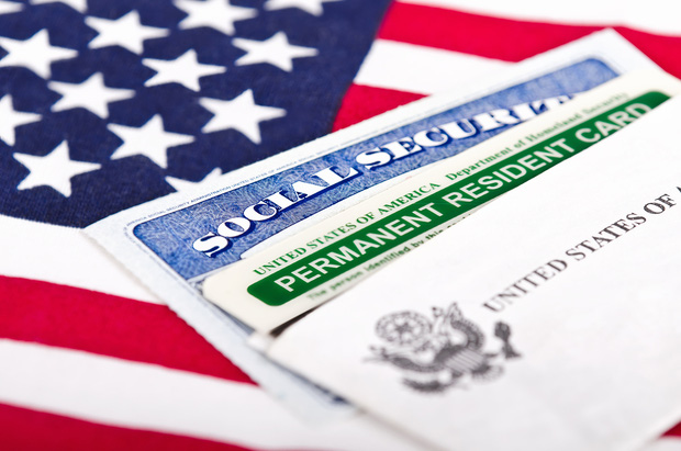 Nếu trở thành tổng thống Mỹ, Hillary Clinton sẽ cấp thẻ xanh cho du học sinh - Ảnh 3.