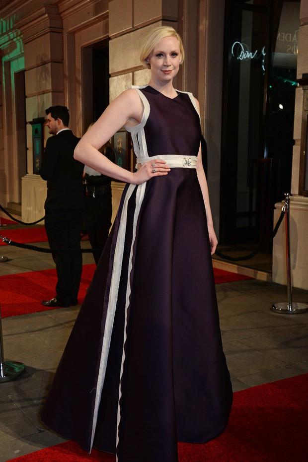 Loạt mỹ nhân Hollywood diện váy trễ nải khoe vòng 1 trên thảm đỏ Oscar Anh Quốc - Ảnh 20.