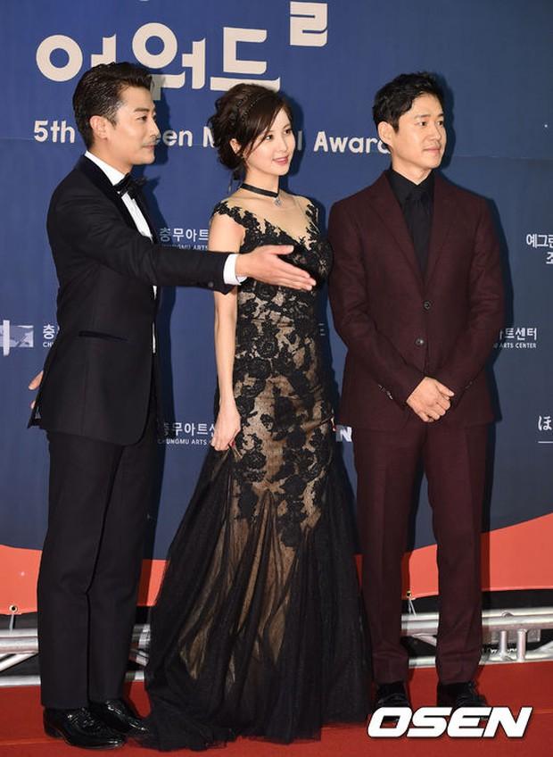 Seohyun (SNSD) đọ sắc nóng bỏng cùng đàn chị, Junsu bị chê vì tóc xù mì trên thảm đỏ nhạc kịch - Ảnh 3.