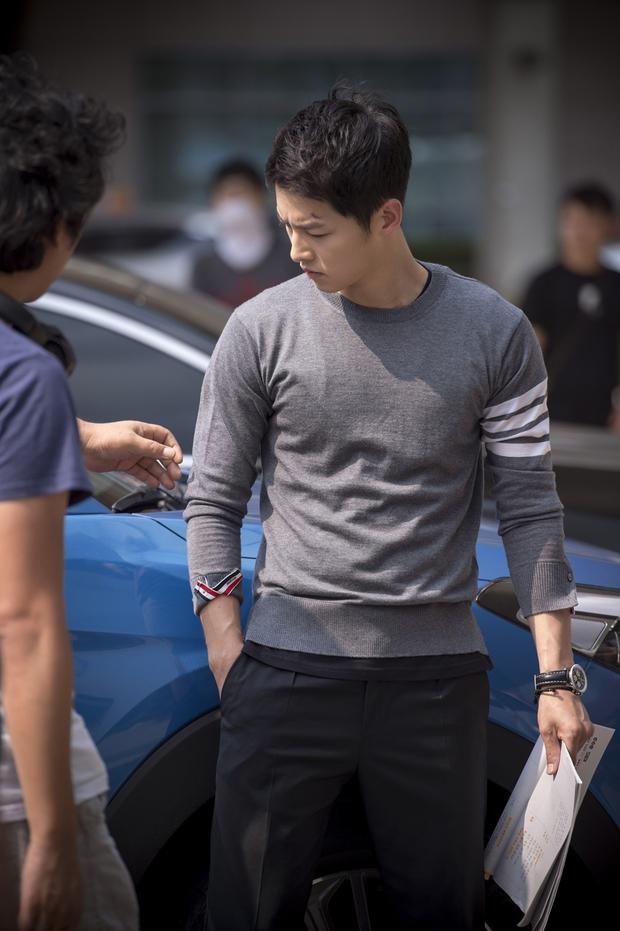 Mấu chốt phong cách giúp Song Joong Ki lột xác thành chàng quân nhân hớp hồn fan nữ - Ảnh 17.