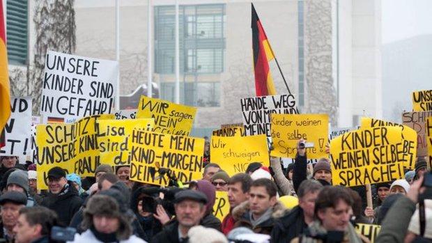 Tranh cãi kịch liệt vụ bé gái 13 tuổi người Nga bị hiếp dâm tập thể ở Đức - Ảnh 3.